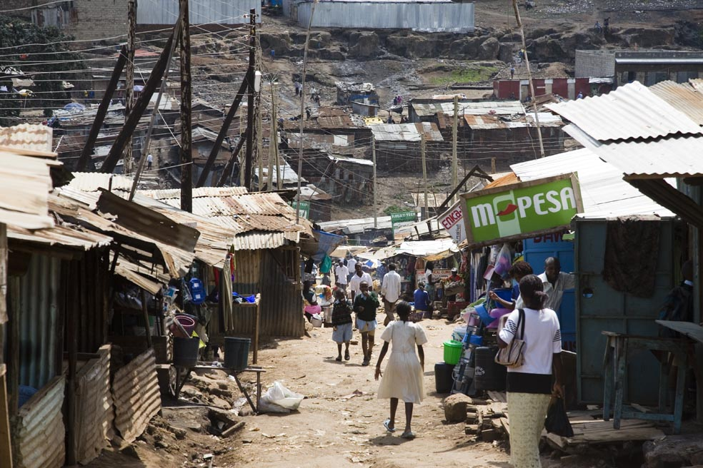 Foto: Petterik Wiggers/Hollandse Hoogte The city center of Nairobi is out of reach for people living in Mathare, one of the oldest slums in Nairobi, capital city of Kenya.