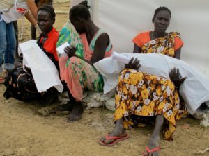 Women in UN camp for displaced in Bentiu carry their dead kids to the grave