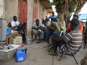 Unemployed men spend time on a street in Bamako (Photo Ilona Eveleens)