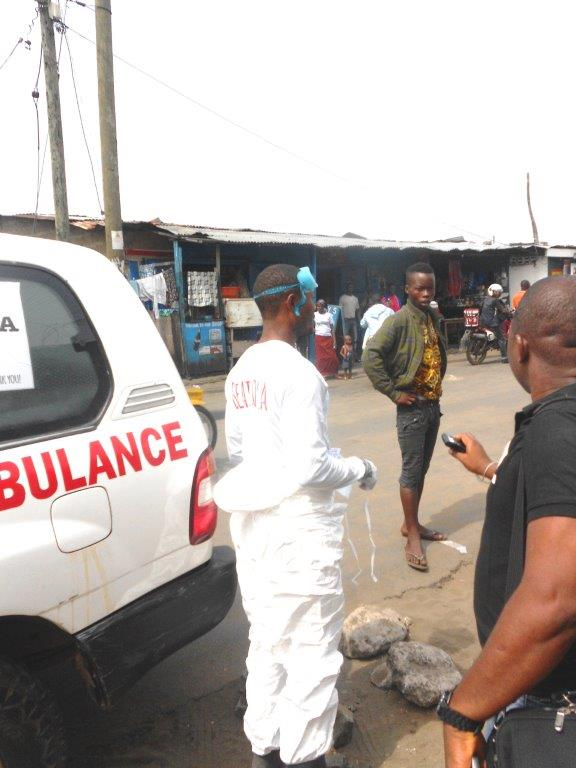 A suspected ebola carrier refuses to board an ambulance in West Point Monrovia 2014